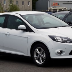Ford_Focus_1.6_Ti-VCT_Champions_Edition_(III)_–_Frontansicht,_23._September_2012,_Mettmann
